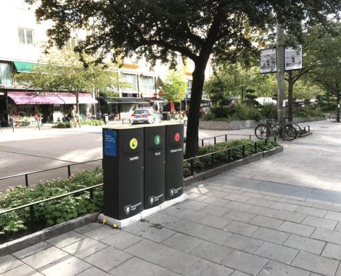 Mango papperskorg / avfallsbehållare för källsortering i offentlig miljö utomhus