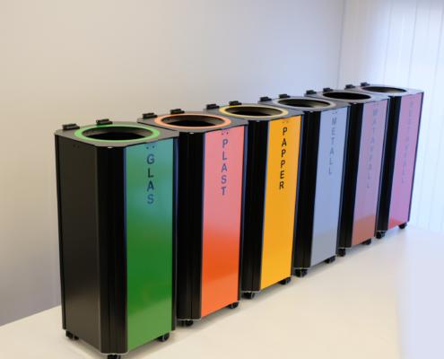 Kiwi källsorteringskärl / papperskorgar som tillåter sopsortering i offentlig miljö inomhus