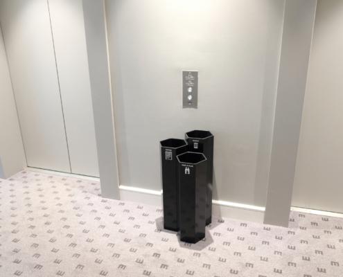 Källsorteringslösning för hotellrum konferens lobby